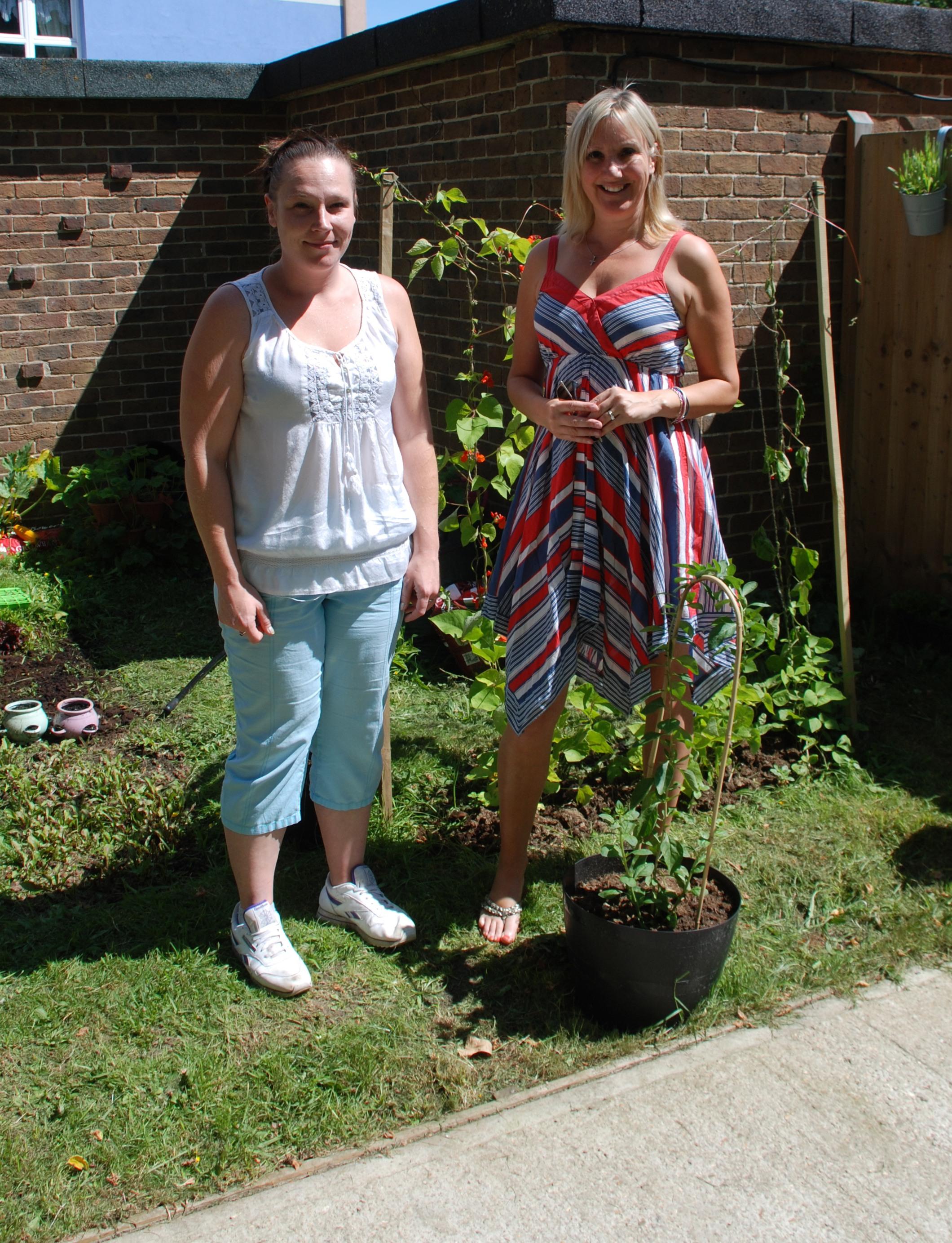 Caroline visits barclay house garden gosport for Barclay house